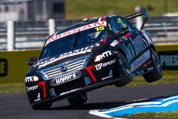2015 V8 Supercars Round 12. Auckland 500, Pukekohe Park Raceway, Auckland, New Zealand. Friday 6th November - Sunday 8th November 2015. Rick Kelly drives the #7 Nissan Motorsport Nissan. World Copyright: Daniel Kalisz/LAT Photographic  Ref: Digital Image V8SCR12_AUCKLAND500_DKIMG1569.JPG