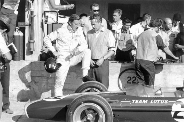 1967 Italian Grand Prix.Monza, Italy. 8-10 September 1967.Graham Hill and Keith Duckworth (Cosworth) in the pits. Ref-1725/15.World Copyright - LAT Photographic