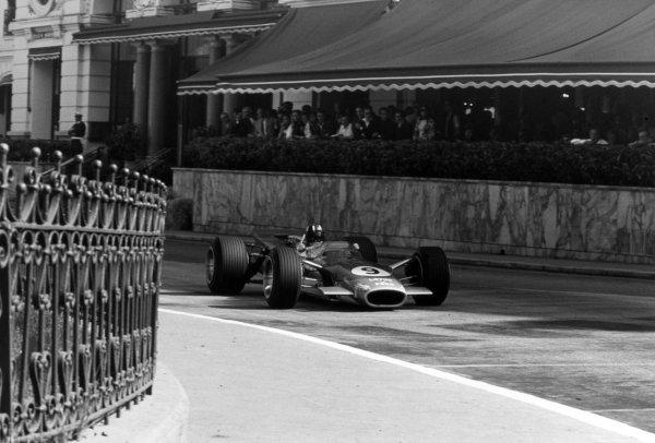 1968 Monaco Grand Prix.Monte Carlo, Monaco. 26 May 1968.Graham Hill, Lotus 49B-Ford, 1st position, action.World Copyright: LAT PhotographicRef: 2003 #38