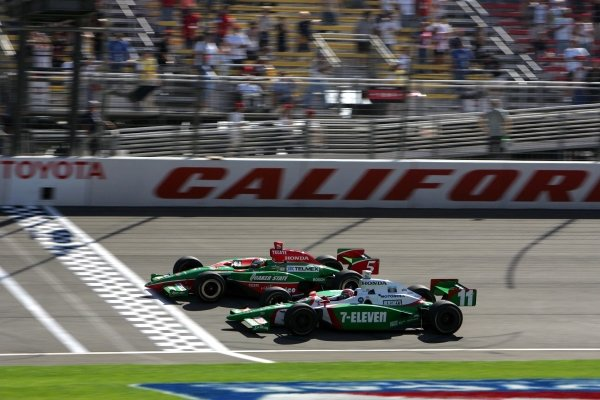 Adrian Fernandez (MEX), Fernandez Racing G Force Honda, beats Tony Kanaan (BRA), Andretti Green Racing Dallara Honda, to the finish by 0.0183 secs in the Toyota Indy 400. Kanaan took the IndyCar title.