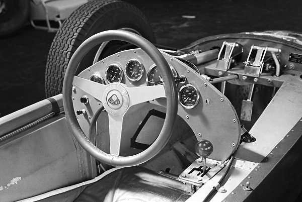 Steering wheel of the new Lotus 25.