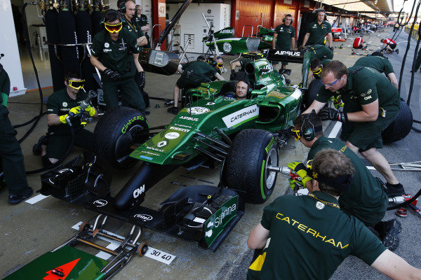 Circuit de Catalunya, Barcelona, Spain. Thursday 8 May 2014. The Caterham F1 team practice pitstops. World Copyright: Charles Coates/LAT Photographic. ref: Digital Image _N7T6326