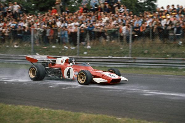 1972 Italian Grand Prix.  Monza, Italy. 8-10th September 1972.  Jacky Ickx, Ferrari 312B2, braking for Parabolica on cement dust.  Ref: 72ITA08. World Copyright: LAT Photographic