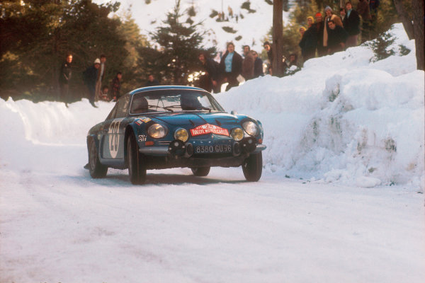 1971 Monte Carlo Rally.  Monte Carlo, Monaco. 22nd - 29th January 1971. Ove Andersson/David Stone (Renault Alpine A110), 1st position, action. World Copyright: LAT Photographic. Ref: Colour Transparency.