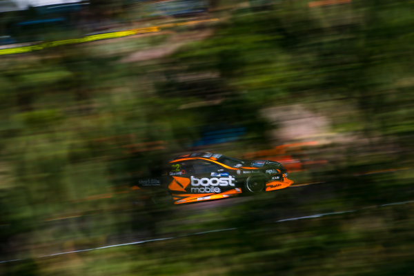 2017 Supercars Championship Round 6.  Darwin Triple Crown, Hidden Valley Raceway, Northern Territory, Australia. Friday June 16th to Sunday June 18th 2017. James Courtney drives the #22 Mobil 1 HSV Racing Holden Commodore VF. World Copyright: Daniel Kalisz/LAT Images Ref: Digital Image 160617_VASCR6_DKIMG_2026.JPG