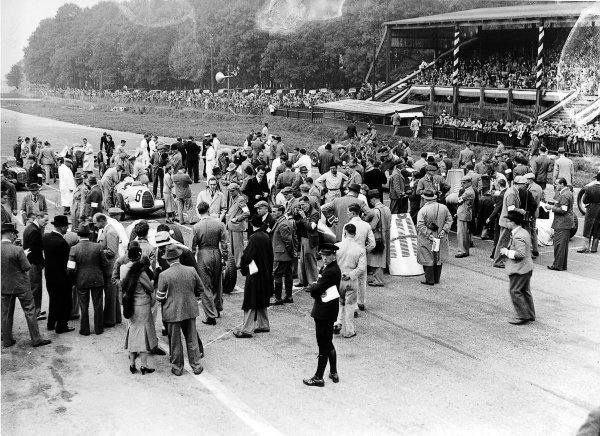 Donington Park, Great Britain.2 October 1937.The grid prepares.Ref-Autocar C12989.World Copyright - LAT Photographic