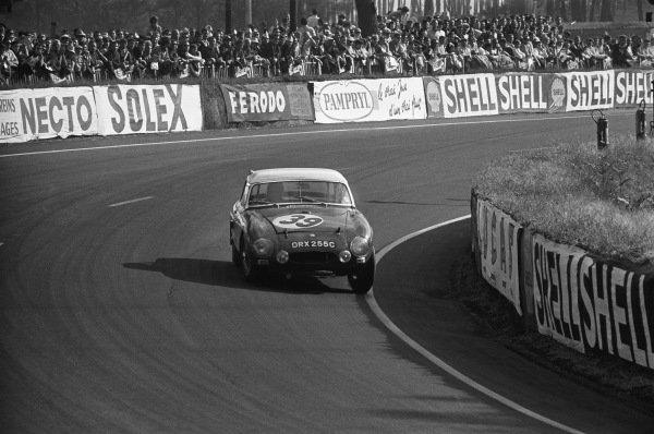 Le Mans, France. 19th - 20th June 1965.Paddy Hopkirk/Andrew Hedges (MGB), 11th position, action. World Copyright: LAT Photographic.Ref: 1061 - 13-13A.