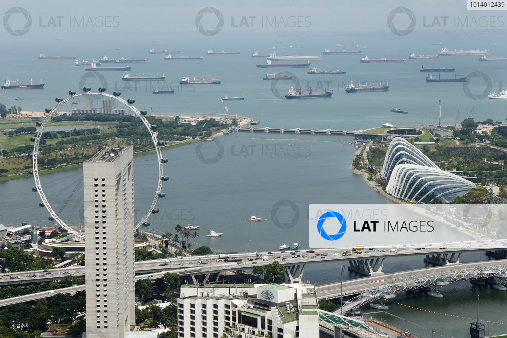 Marina Bay Circuit, Singapore. 18th September 2013. A view over Singapore. World Copyright: Jed Leicester/LAT Photographic. ref: Digital Image _JED1091