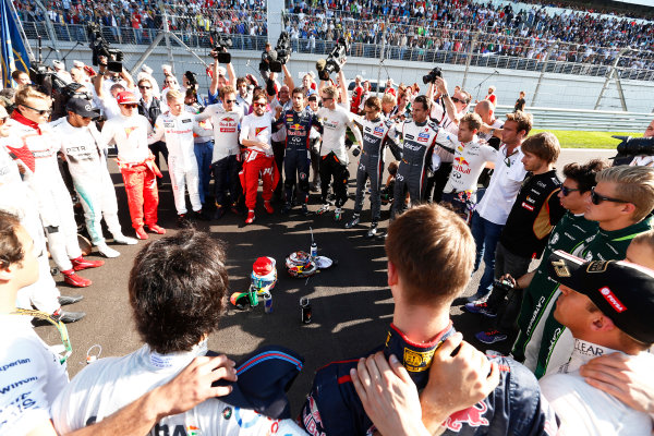 Sochi Autodrom, Sochi, Russia. Sunday 12 October 2014. The drivers form a ring of solidarity as they show respect for their injured colleague Jules Bianchi. World Copyright: Sam Bloxham/LAT Photographic. ref: Digital Image _SBL0803