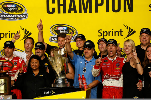 14-16 November, 2014, Homestead, Florida USA Champion Kevin Harvick and team in victory lane ©2014, Michael L. Levitt LAT Photo USA