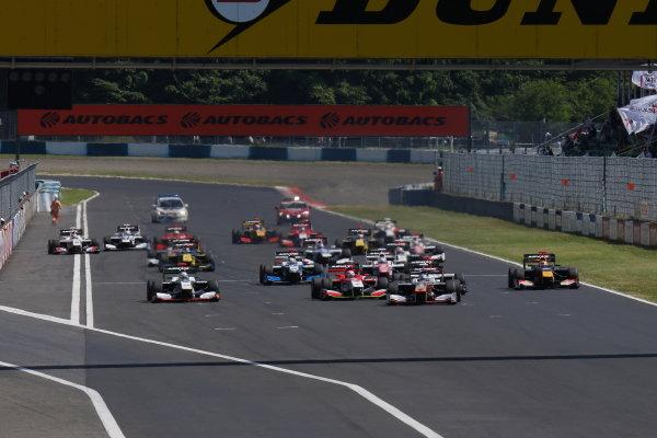 2017 Japanese Super Formula. Okayama, Japan. 27th - 28th May 2017. Rd 2. Race 2 Start of the race action World Copyright: Yasushi Ishihara / LAT Images. Ref: 2017SF_Rd2_Race2_001