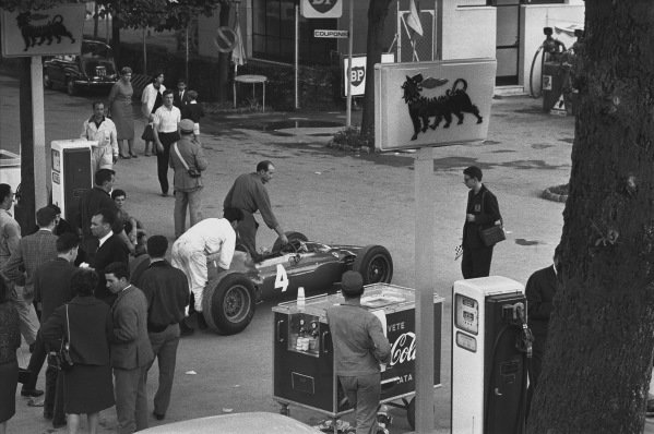 Monza, Italy. 6th - 8th September 1963.  John Surtees (Ferrari 156 Aero), retired is pushed into the paddock after engine failure, action. World Copyright: LAT Photographic.  Ref: L63 - 282 - 28