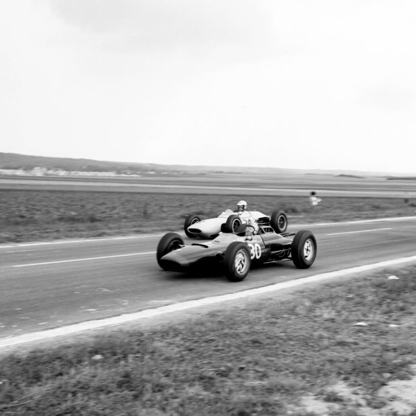 1963 French Grand Prix.Reims, France.28-30 May 1963.Chris Amon (Lola Mk4A Climax) with Jim Hall (Lotus 24 BRM).Ref-20097B/W.World Copyright - LAT Photographic