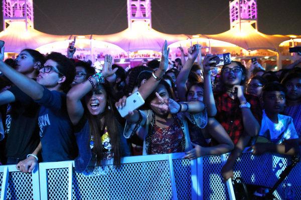 Fans at Enrique Iglesias (ESP) concert at Formula One World Championship, Rd3, Bahrain Grand Prix Qualifying, Bahrain International Circuit, Sakhir, Bahrain, Saturday 15 April 2017.