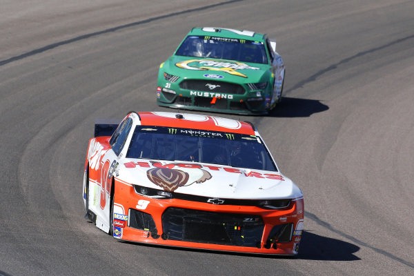 #9: Chase Elliott, Hendrick Motorsports, Chevrolet Camaro Hooters and #21: Paul Menard, Wood Brothers Racing, Ford Mustang Menards / Quaker State