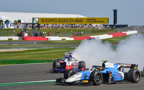 Lirim Zendeli (DEU, MP Motorsport), leads as Robert Shwartzman (RUS, Prema Racing), spins