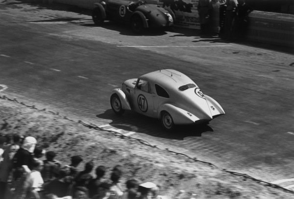 Le Mans, France. 25th - 26th June 1949.Mahe/Crovetto (Simca 8), 14th position, action. World Copyright: LAT Photographic.Ref: 49 - 16 - 27.