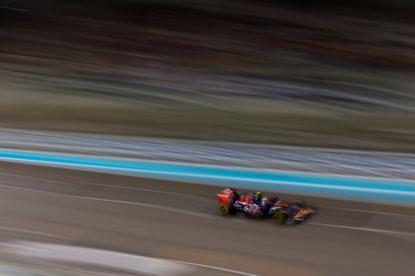 Yas Marina Circuit, Abu Dhabi, United Arab Emirates. Sunday 29 November 2015. Carlos Sainz Jr, Toro Rosso STR10 Renault. World Copyright: Jed Leicester/LAT Photographic ref: Digital Image _L1_2417