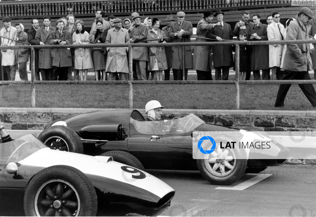 Aintree, Great Britain. 18th April 1959.Stirling Moss (F1 Cooper-BRM), retired, start line action.World Copyright: LAT Photographic.Ref:  561 - 16A-17