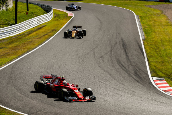 Suzuka Circuit, Japan. Sunday 08 October 2017. Sebastian Vettel, Ferrari SF70H, leads Jolyon Palmer, Renault R.S.17.  World Copyright: Glenn Dunbar/LAT Images  ref: Digital Image _X4I8231