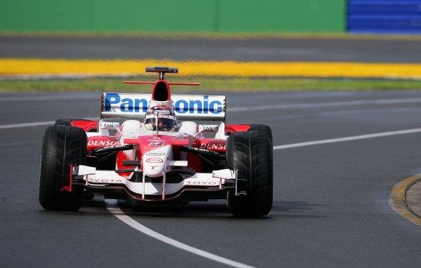 2006 Australian Grand Prix - Saturday Qualifying, Albert Park, Melbourne. Australia. Jarno Trulli, Toyota TF106, action. 1st April 2006  World Copyright: Steve Etherington/LAT Photographic ref: 48mb Hi Res Digital Image Only