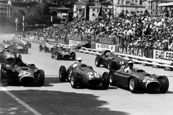 1956 Monaco Grand Prix Monte Carlo, Monaco. 13 May 1956 Eugenio Castellotti, #22 Lancia-Ferrari D50, retired, leads Stirling Moss, #28 Maserati 250F, 1st position, Juan Manuel Fangio, #20 Lancia-Ferrari D50, 4th position, Harry Schell, #16 Vanwall VW1, retired, Jean Behra, #30 Maserati 250F, 3rd position, Luigi Musso, #24 Lancia-Ferrari D50, retired, Hermano da Silva Ramos, #6 Gordini 16, 5th position, Cesare Perdisa, #32 Maserati 250F, 7th position, Peter Collins, #26 Lancia-Ferrari D50, 2nd position, Robert Manzon, #2 Gordini 16, retired, and Horace Gould, #18 Maserati 250F, 8th position, action World Copyright: LAT PhotographicRef: Autosport b&w print