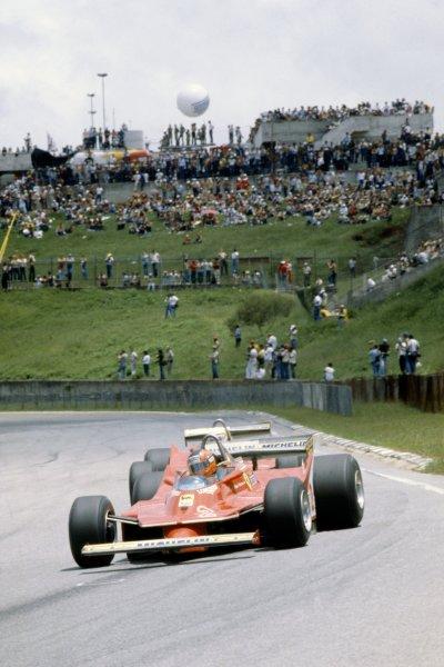 1980 Brazilian Grand Prix.Interlagos, Sao Paulo, Brazil. 25-27 January 1980.Gilles Villeneuve leads Jody Scheckter (both Ferrari 312T5).World Copyright: LAT PhotographicRef: 35mm transparency 80BRA08