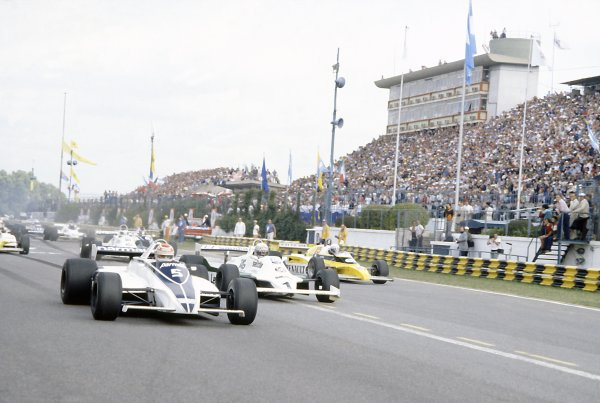 1981 Argentinian Grand Prix.Buenos Aires, Argentina. 10-12 April 1981.Nelson Piquet (Brabham BT49C-Ford Cosworth) leads Alan Jones (Williams FW07C-Ford Cosworth) and Alain Prost (Renault RE20) at the start. Piquet finished in 1st position.World Copyright: LAT PhotographicRef: 35mm transparency 81ARG01