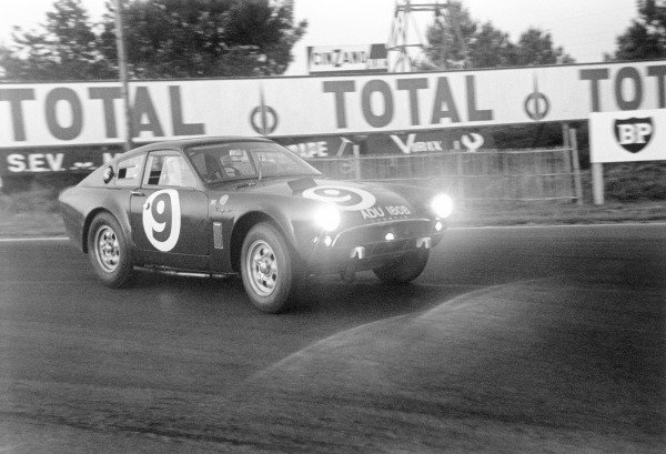 Le Mans, France. 20th - 21st June 1964. Peter Proctor/Jimmy Blumer, Sunbeam Tiger Ford, retired, action. World Copyright: LAT Photographic. Ref: 11026A/19-19A