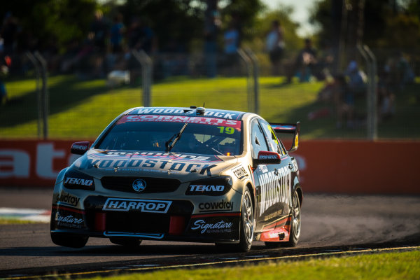2017 Supercars Championship Round 7.  Townsville 400, Reid Park, Townsville, Queensland, Australia. Friday 7th July to Sunday 9th July 2017. Will Davison drives the #19 Tekno Woodstock Racing Holden Commodore VF. World Copyright: Daniel Kalisz/ LAT Images Ref: Digital Image 070717_VASCR7_DKIMG_2187.jpg