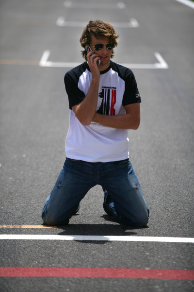 2005 Bahrain Grand Prix - Thursday Preview, Bahrain International Circuit, Manama, Bahrain. 31st March 2005 Jenson Button, BAR Honda 007, talks on his mobile phone. Portrait.World Copyright: Steve Etherington/LAT Photographic ref: 48mb Hi Res Digital Image Only