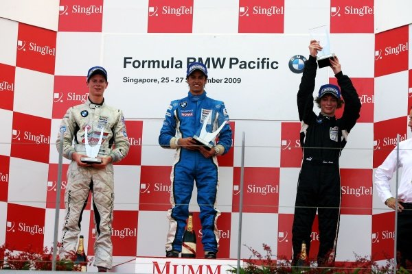 The podium (L to R): Michael Lewis (USA) Eurointernational, second; Felipe Nasr (BRA) Eurointernational, race winner; James Kovacic (USA) Eurointernational, third. Formula BMW Pacific, Marina Bay Street Circuit, Singapore, 25-27 September 2009.