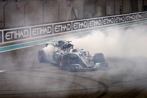 Yas Marina Circuit, Abu Dhabi, United Arab Emirates. Sunday 26 November 2017. Valtteri Bottas, Mercedes F1 W08 EQ Power+, 1st Position, performs celebratory doughnuts after the race. World Copyright: Glenn Dunbar/LAT Images  ref: Digital Image _31I9160