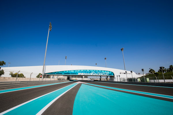 2017 FIA Formula 2 Round 11. Yas Marina Circuit, Abu Dhabi, United Arab Emirates. Thursday 23 November 2017. A view of the circuit. Photo: Zak Mauger/FIA Formula 2. ref: Digital Image _56I8246