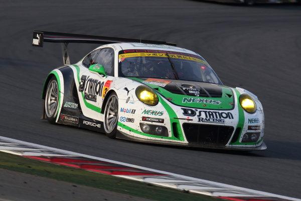 2017 Japanese Super GT Series. Fuji, Japan. 6th - 7th April 2017. Rd 2. GT300 3rd position Tomonobu Fujii & Sven Muller ( #33 D'station Porsche ) action World Copyright: Yasushi Ishihara / LAT Images. Ref: 2017SGT_Rd2_13