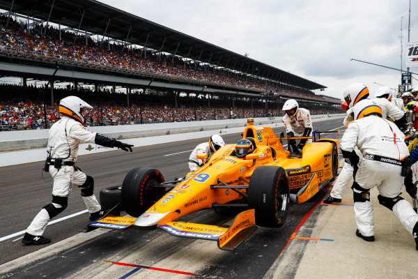Verizon IndyCar Series Indianapolis 500 Race Indianapolis Motor Speedway, Indianapolis, IN USA Sunday 28 May 2017 Fernando Alonso, McLaren-Honda-Andretti Honda, makes a pit stop. World Copyright: Steven Tee/LAT Images ref: Digital Image _R3I8856