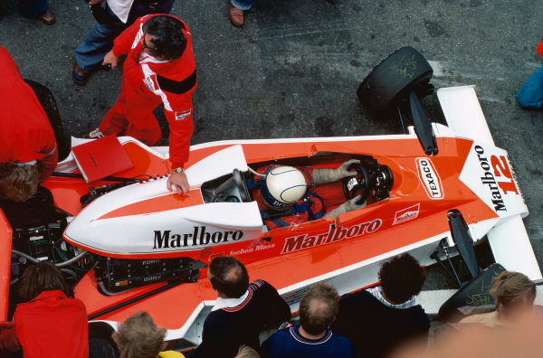 Zandvoort, Holland. 27th - 29th August 1976. Jochen Mass (McLaren M23-Ford), 9th position, in the pits, action.  World Copyright: LAT Photographic.  Ref:  76 HOL 31.