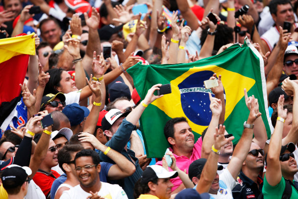 Interlagos, Sao Paulo, Brazil. Sunday 15 November 2015. The crowds cheer for the drivers on the podium. World Copyright: Charles Coates/LAT Photographic ref: Digital Image _J5R6536
