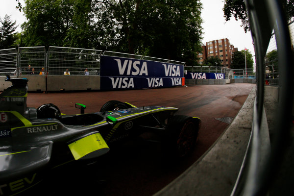 2014/2015 FIA Formula E Championship. London ePrix, Battersea Park, London, United Kingdom. Sunday 28 June 2015 Oliver Turvey (GBR)/China Racing - Spark-Renault SRT_01E Photo: Zak Mauger/LAT/Formula E ref: Digital Image _L0U0200