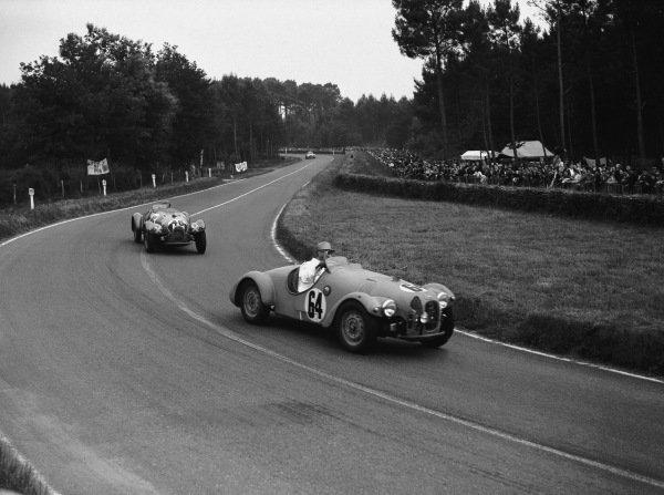 Le Mans, France. 14th - 15th June 1952.Maurice Gastonides/Hugo van Zuylen van Niegevelt (Jowett R1 Jupiter), retired  leads Bert Hadley/Tommy Wise (Jowett R1 Jupiter), retired, action. World Copyright: LAT Photographic.Ref: Motor 770 - 4.