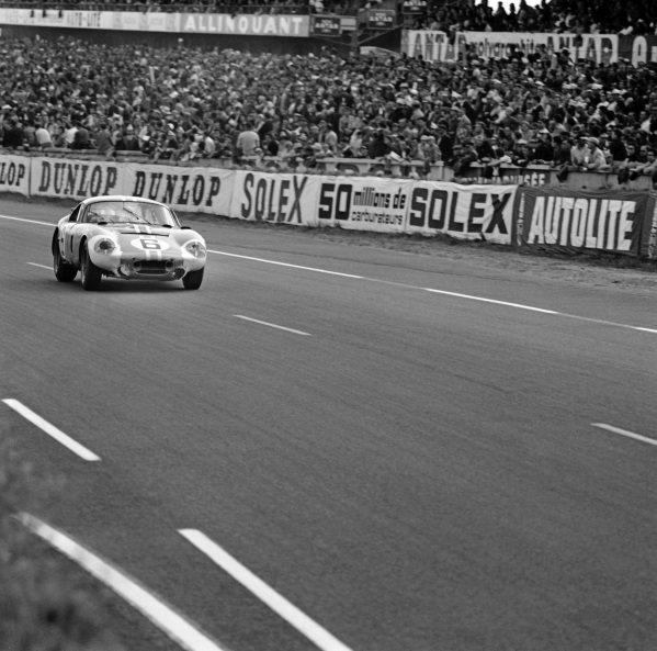 Le Mans, France. 20th - 21st June 1964.Chris Amon/Jochen Neerspasch ( AC Cobra Daytona), retired, action. World Copyright: LAT Photographic.Ref: 25122.