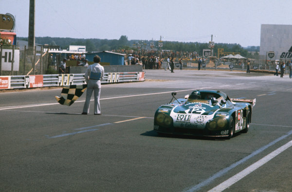 Le Mans, France. 12 - 13 June 1976 Alain De Cadenet/Chris Craft, (De Cadenet Lola T380), 3rd position, action. World Copyright: LAT PhotographicRef: 76LM29.