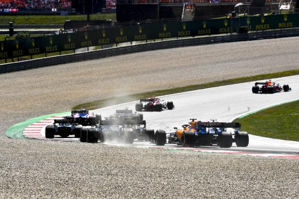 Daniel Ricciardo, Renault R.S.19, leads Nico Hulkenberg, Renault R.S. 19, Romain Grosjean, Haas VF-19, Robert Kubica, Williams FW42, and Carlos Sainz Jr., McLaren MCL34, at the start