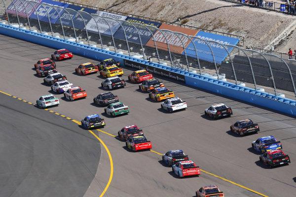 #18: Kyle Busch, Joe Gibbs Racing, Toyota Camry SKITTLES, #14: Clint Bowyer, Stewart-Haas Racing, Ford Mustang ITsavvy restart