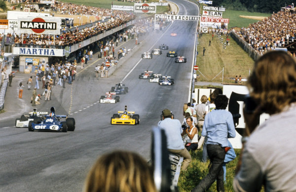 François Cevert, Tyrrell 006 Ford leads Wilson Fittipaldi, Brabham BT42 Ford and Mike Beuttler, March 731 Ford.