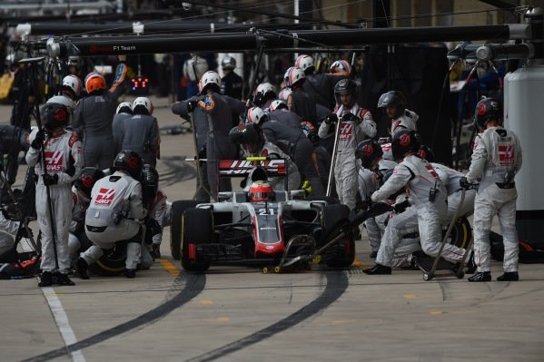 Esteban Gutierrez (MEX) Haas VF-16 pit stop at Formula One World Championship, Rd18, United States Grand Prix, Race, Circuit of the Americas, Austin, Texas, USA, Sunday 23 October 2016.