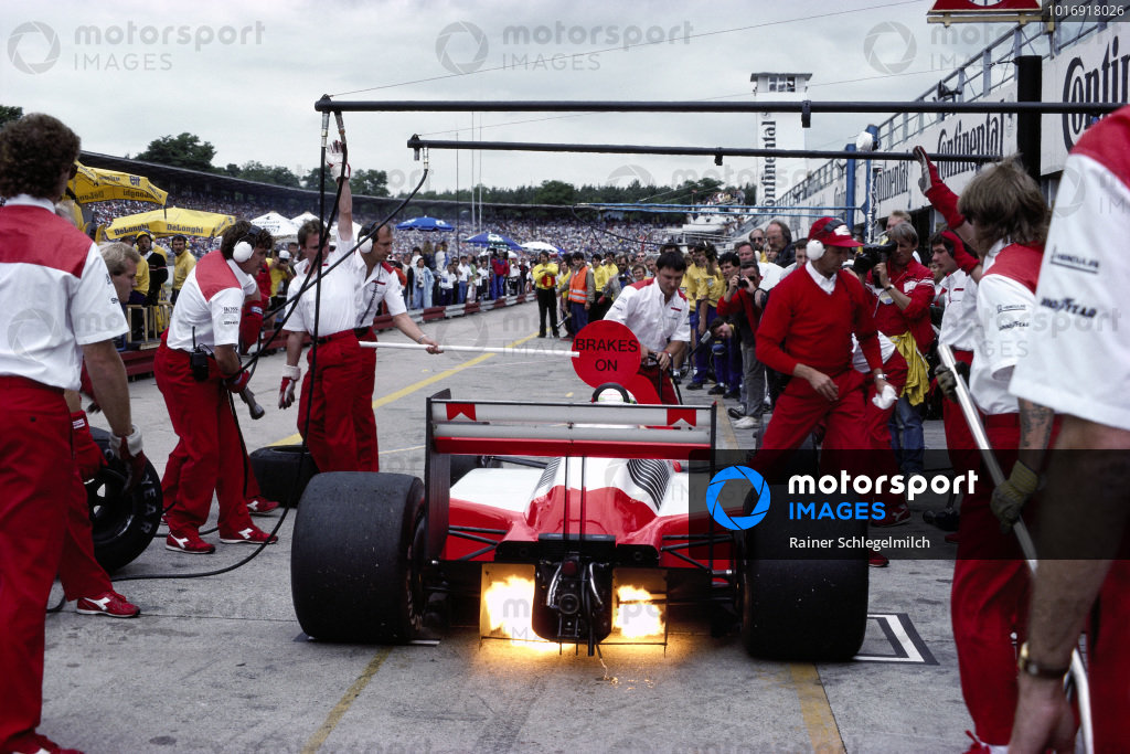 Stefan Johansson, McLaren MP4-3 TAG, makes a pitstop overseen by Jo Ramirez, with Ron Dennis holding the lollipop.