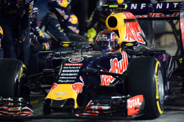 Daniil Kvyat (RUS) Red Bull Racing RB11 pitstop at Formula One World Championship, Rd19, Abu Dhabi Grand Prix, Race, Yas Marina Circuit, Abu Dhabi, UAE, Sunday 29 November 2015.