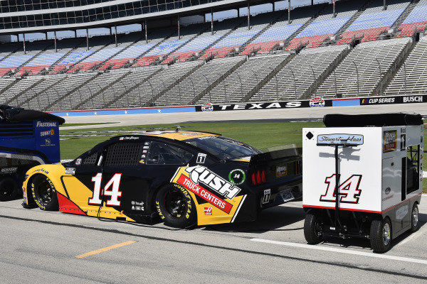 #14: Clint Bowyer, Stewart-Haas Racing, Ford Mustang Rush Truck Centers