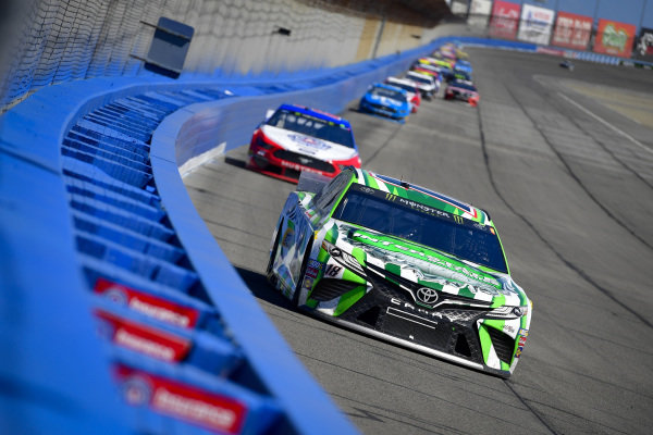 #18: Kyle Busch, Joe Gibbs Racing, Toyota Camry Interstate Batteries, #22: Joey Logano, Team Penske, Ford Mustang AAA Southern California